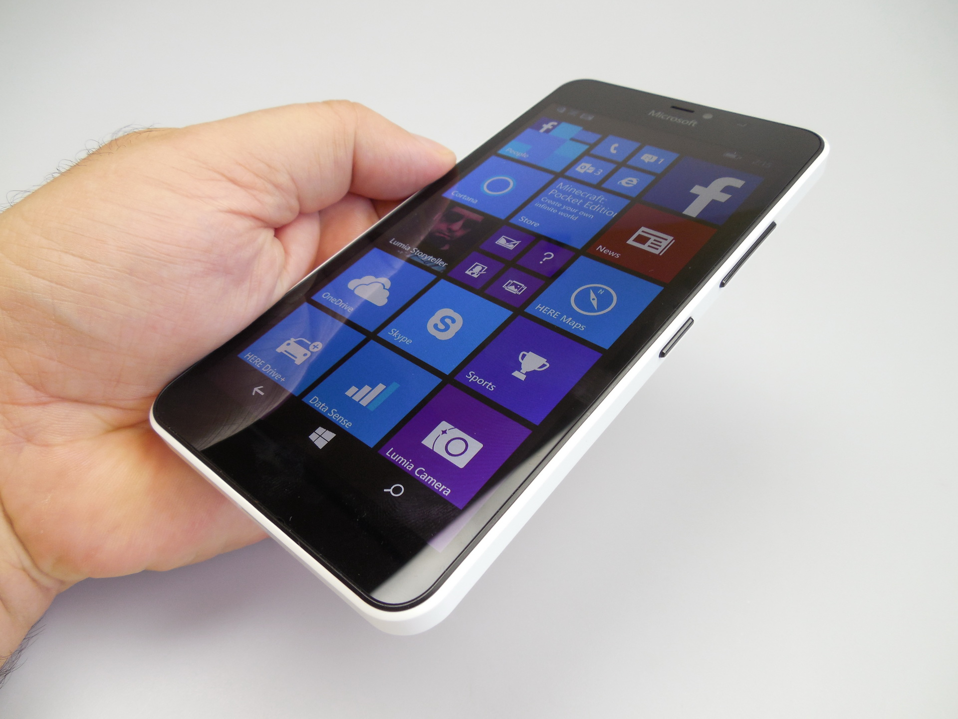 Microsoft Lumia 640 XL LTE design