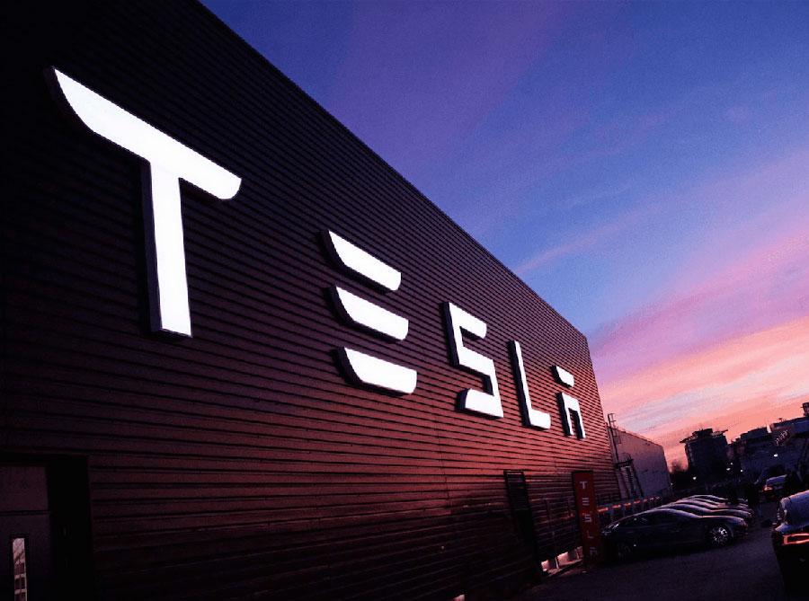 Tesla Directors Control Damage After Elon Musk's Tweets