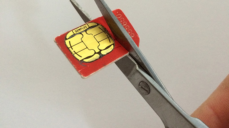 How to cut a SIM card and make a nano SIM card for iPhone and iPad: Cut SIM card