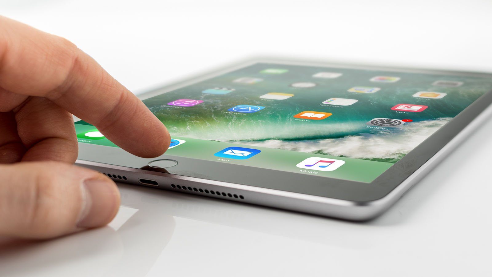 How to use an iPad: Home button