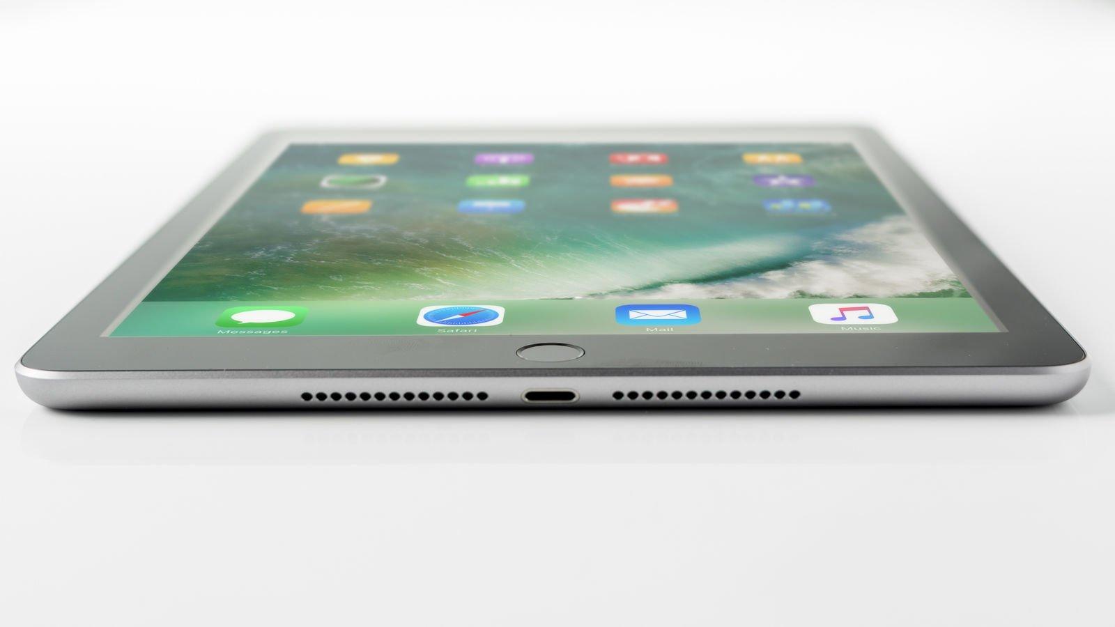 How to use an iPad: Lightning port